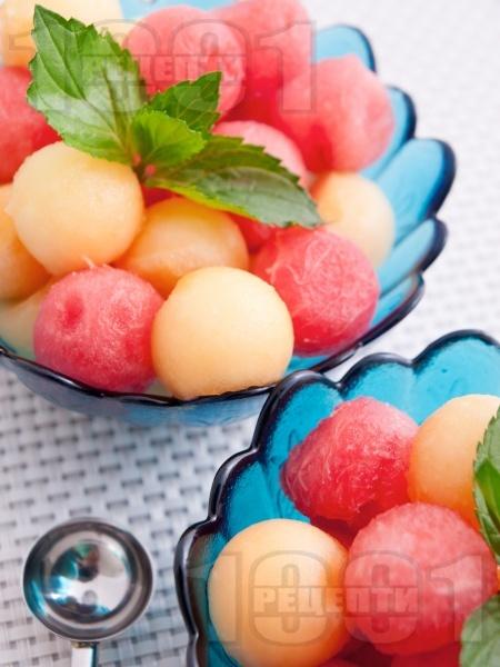 Плодова салата с диня и пъпеш - снимка на рецептата